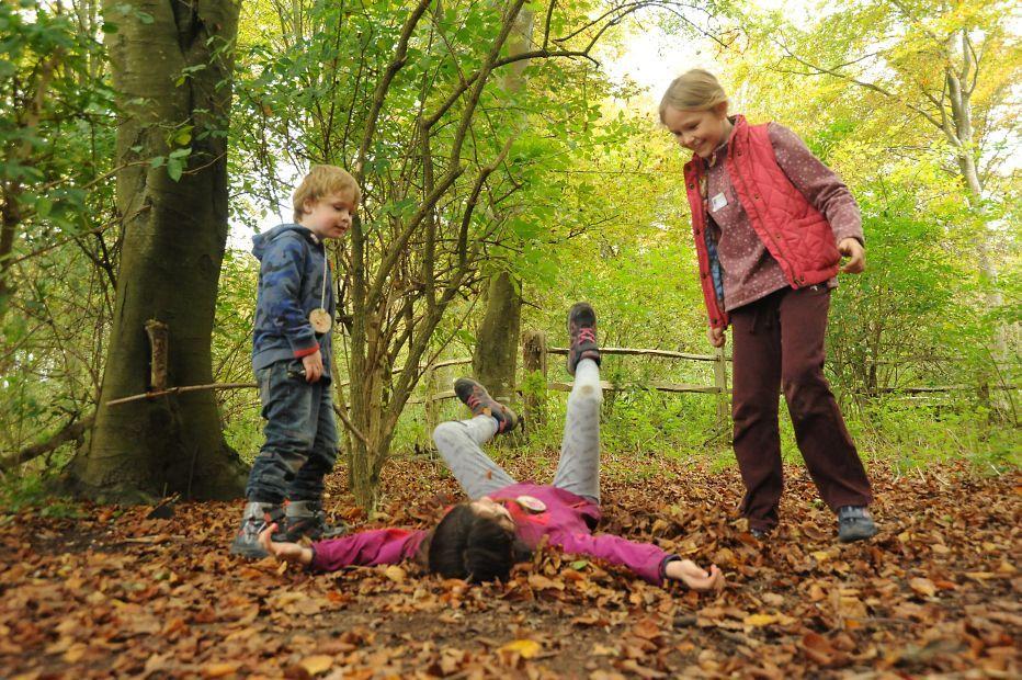 Forest School funMiles DaviesSussex Wildlife Trust (002)
